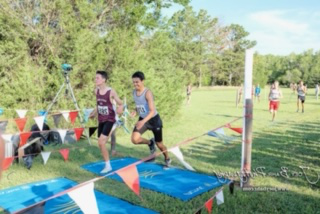 Sophmore Landon Viegra races at the Great Bend Invitational Meet on August 30, 2019, before the COVID-19 outbreak. 越野 is one of his motives for staying in shape during quaratine.
